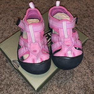 Little Girls Keens size 7c